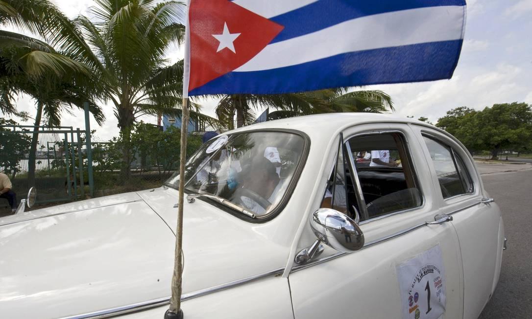 Uma bandeira cubana em um jaguar de 1950 Foto: AFP