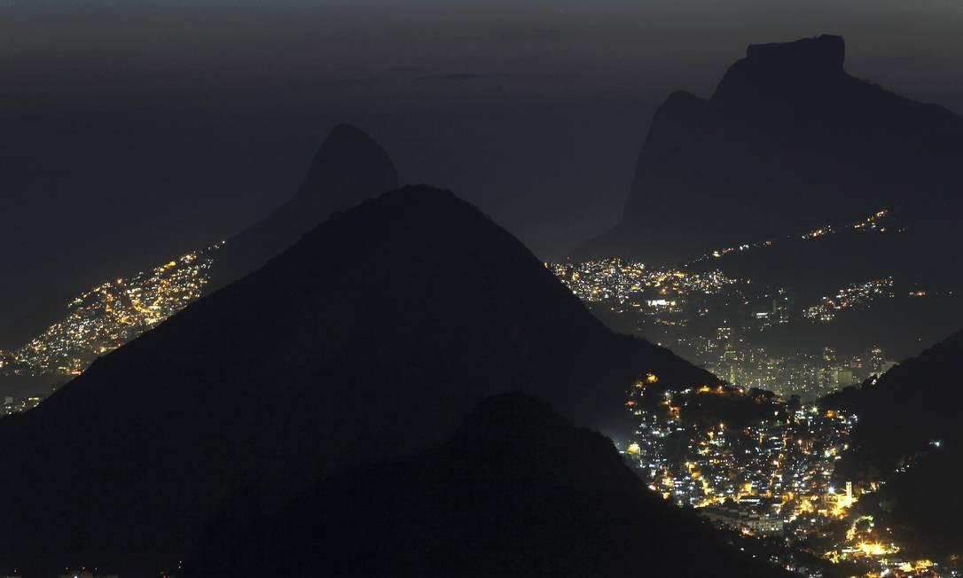 Vista aérea da Zona Sul do Rio, a partir do Pão de Açúcar: primeiro trecho do bondinho, até o Morro da Urca, foi inaugurado em 27 de outubro de 1912 Foto: Custodio Coimbra / O Globo