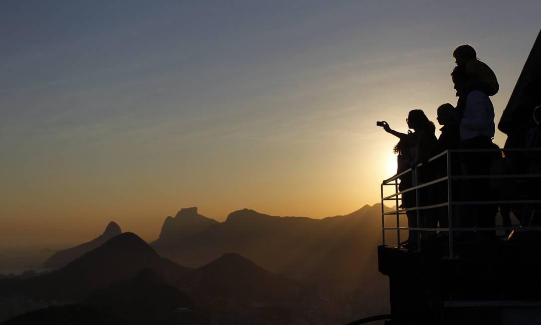Pôr-do-sol no Rio: espetáculo para quem tem o privilégio de ver a partir do Pão de Açúcar Foto: Custodio Coimbra / O Globo