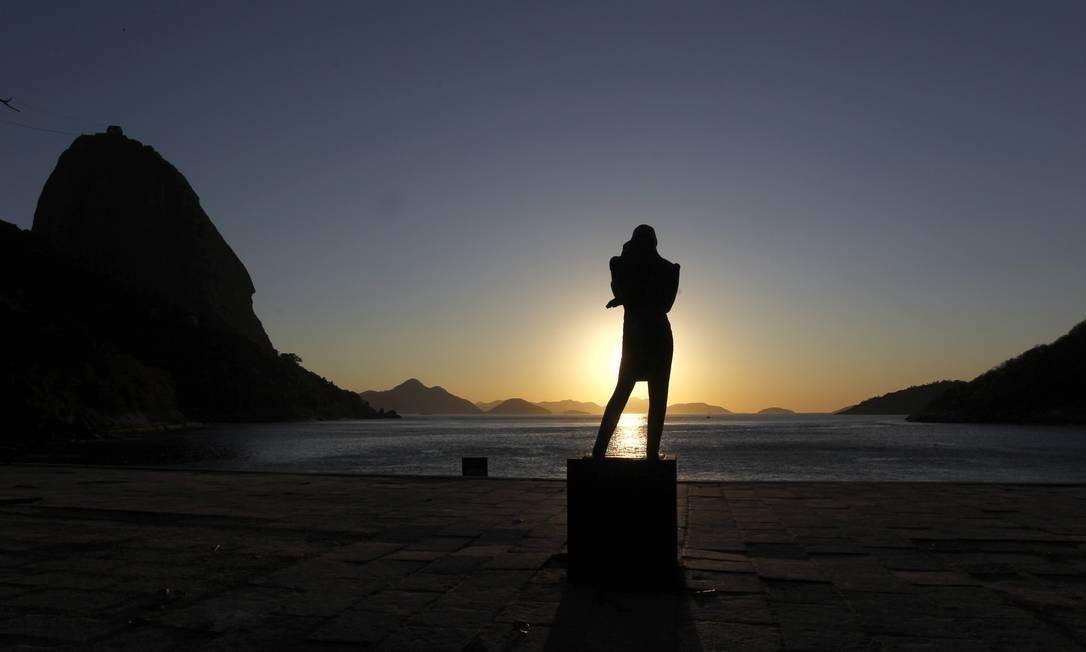 A estátua de Chopin compõe a pasiagem da Praia Vermelha junto com o Pão de Açúcar Foto: Custodio Coimbra / O Globo