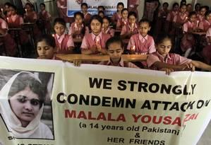 Estudantes paquistanesas fazem manifestação de apoio a Malala Foto: Ajit Solanki / AP
