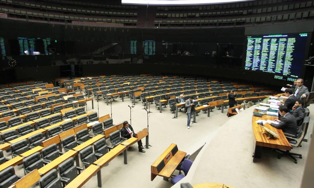 Deserto: Câmara dos Deputados em sessão esvaziada nesta quarta-feira Foto: Agência O Globo / Ailton de Freitas
