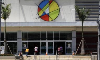 Fachada do Shopping Jardim Guadalupe, o único em um raio de 4,5 quilômetros Foto: Custodio Coimbra / O Globo