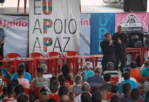Bope se reúne com moradores do Jacarezinho e de Manguinhos nesta sexta-feira Foto: Gabriel de Paiva / O Globo