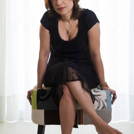 A psiquiatra e escritora Ana Beatriz Barbosa, em sua casa, fala sobre o transtorno dos afetos Foto: Laura Marques