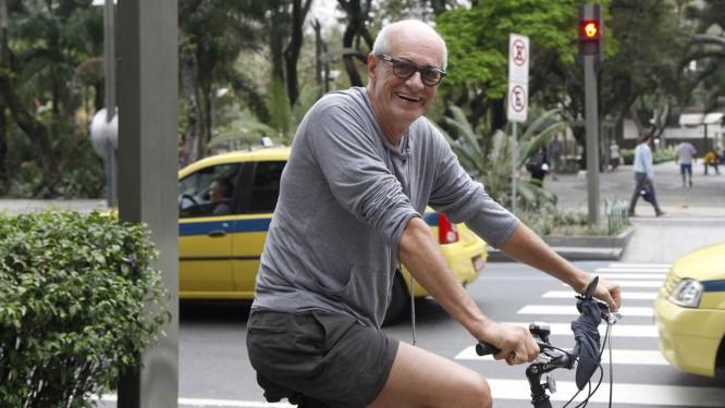 Aprovado. O ator Marcos Caruso, que mora no Leblon, é favorável à expansão do metrô Foto: Fábio Rossi / O Globo