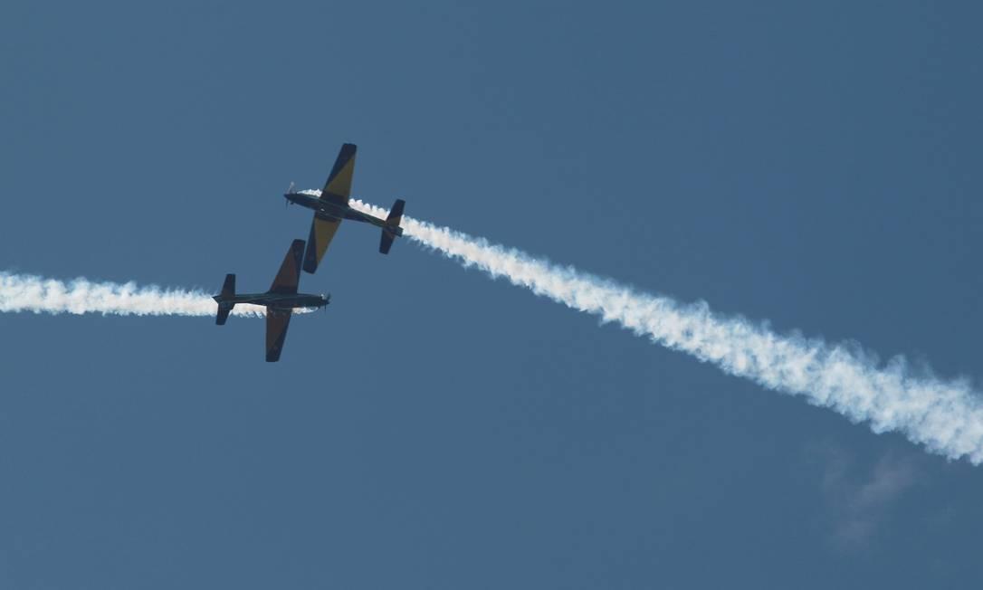 Manobras com muita adrenalina na comemoração do Dia do Aviador Gabriel de Paiva / Agência O Globo