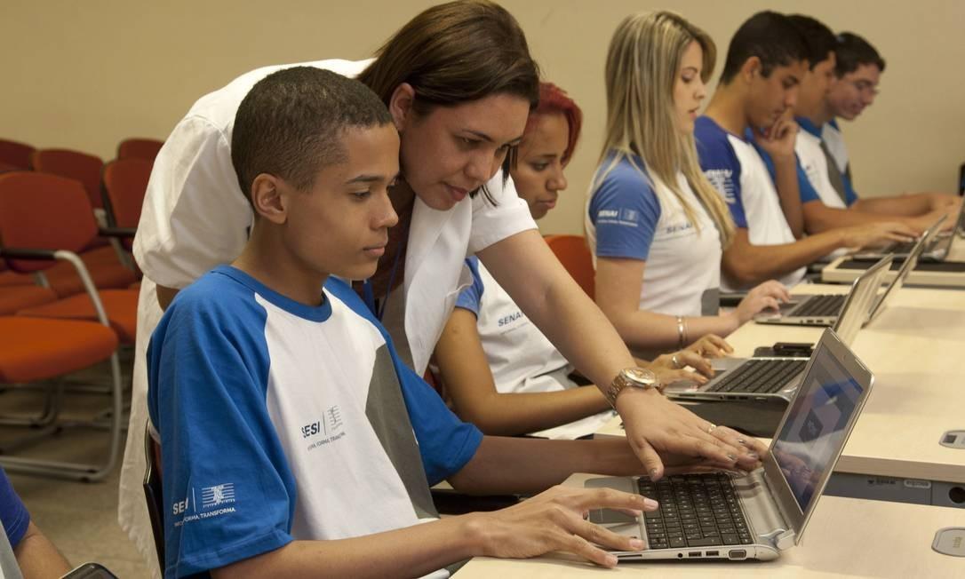 O aluno Kauã Dionísio é campeão no jogo que estimula os alunos a estudarem Matemática Foto: Eduardo Naddar / Agência O Globo