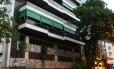 Fachada do prédio onde mora Luis Octavio Indio da Costa, presidente do Banco Cruzeiro do Sul, na Avenida Epitácio Pessoa, na Lagoa, zona sul do Rio