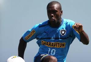 Seedorf, de 36 anos, não enfrenta o Palmeiras mas viaja para Araraquara com o grupo Foto: Jorge William/04-10-2012