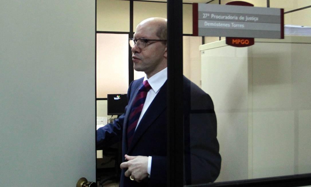 O senador cassado Demóstenes Torres em seu gabinete no Ministério Público de Goiás 24/10/2012 Foto: Givaldo Barbosa / Arquivo O Globo
