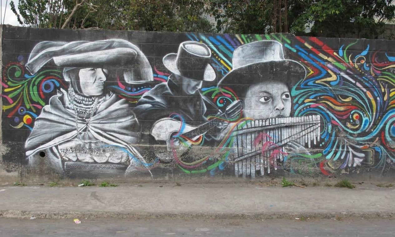 Tradição nas paredes: grafite no simpático povoado de Peguche, em Otavalo. Foto: Eduardo Maia / O Globo