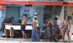 Usuários que deixaram cracolândia no Parque União migram para bar no entorno Foto: Pablo Jacob / O Globo