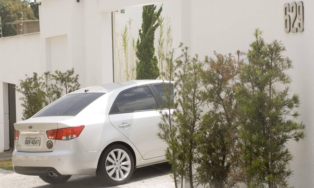 O carro Kia Cerato, que custou R$ 63,5 mil, está sendo usado por Renilda Santiago, mulher de Valério Foto: Jota Romanelli