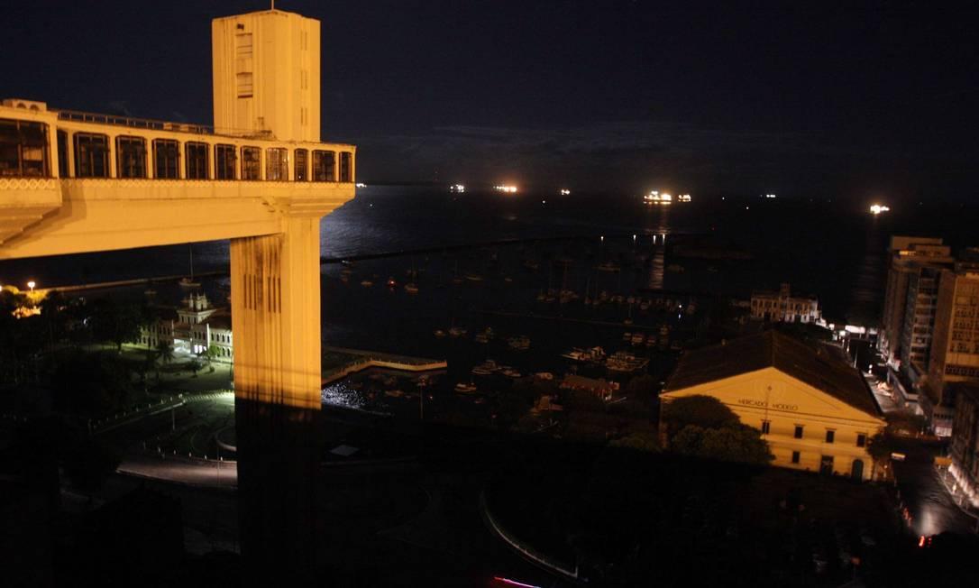 O Elevador Lacerda, em Salvador, no apagão de 25 de outubro Foto: Vaner Casaes/Ag. BApress