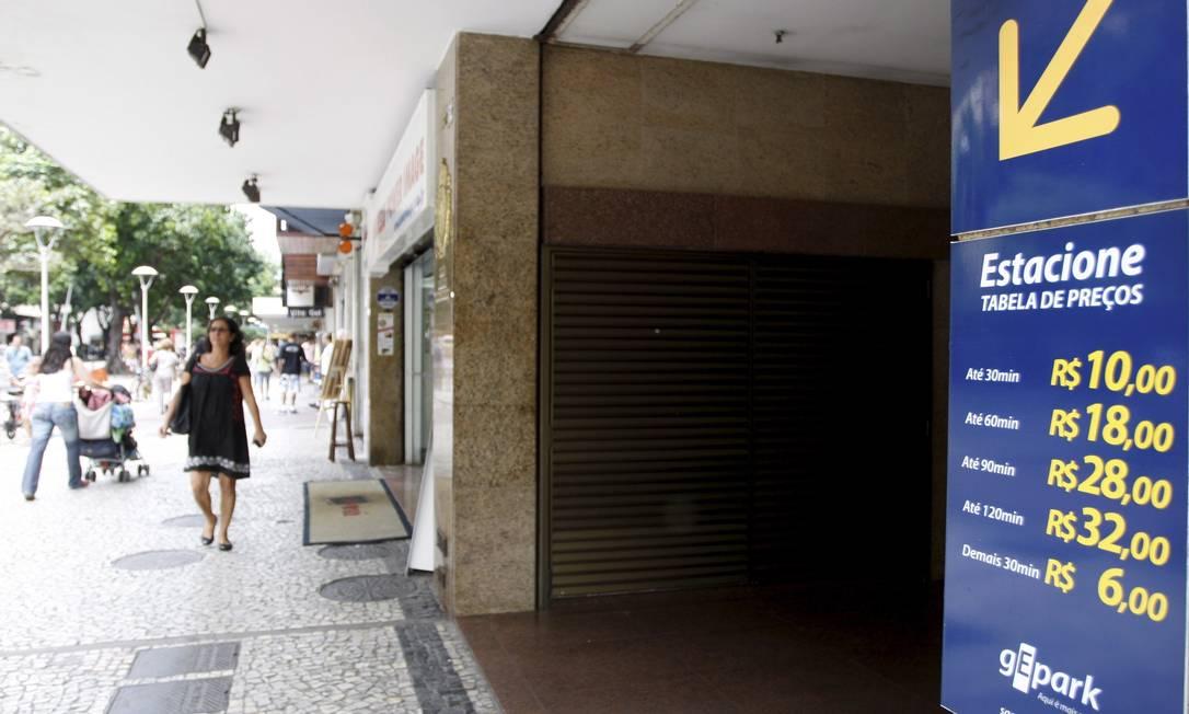 Em Ipanema, na Rua Visconde de Pirajá, estacionamento chega a cobrar R$ 18 a hora Foto: Marcos Tristão