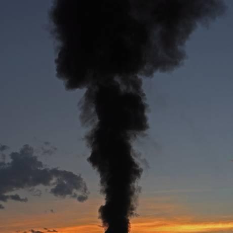 Fumaça. Indústrias e veículos são as principais fontes de material particulado que polui a atmosfera Foto: Custodio Coimbra/15-10-2009