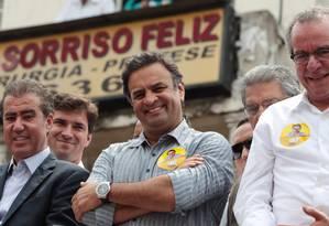 Aliados . Aécio, que não foi visto na campanha de Serra em São Paulo, foi a Campinas ajudar o candidato do PSB Foto: O Globo / Michel Filho