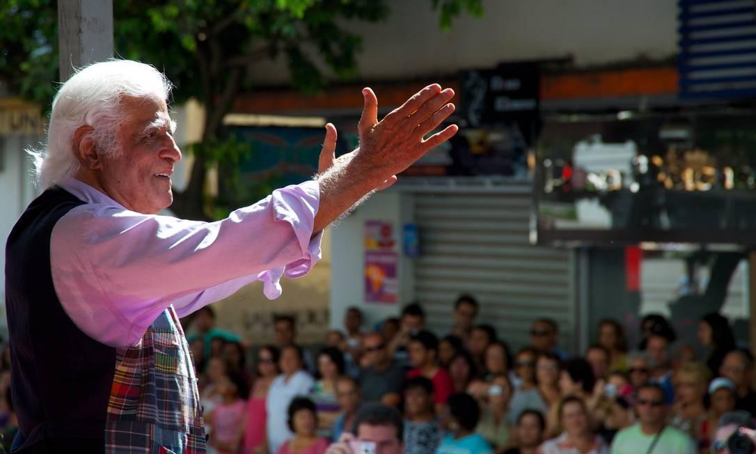 O cartunista Ziraldo ganhou uma grande festa pública em Caratinga, sua cidade natal, para celebrar seus 80 anos, no último domingo Foto: Sergio Abranches