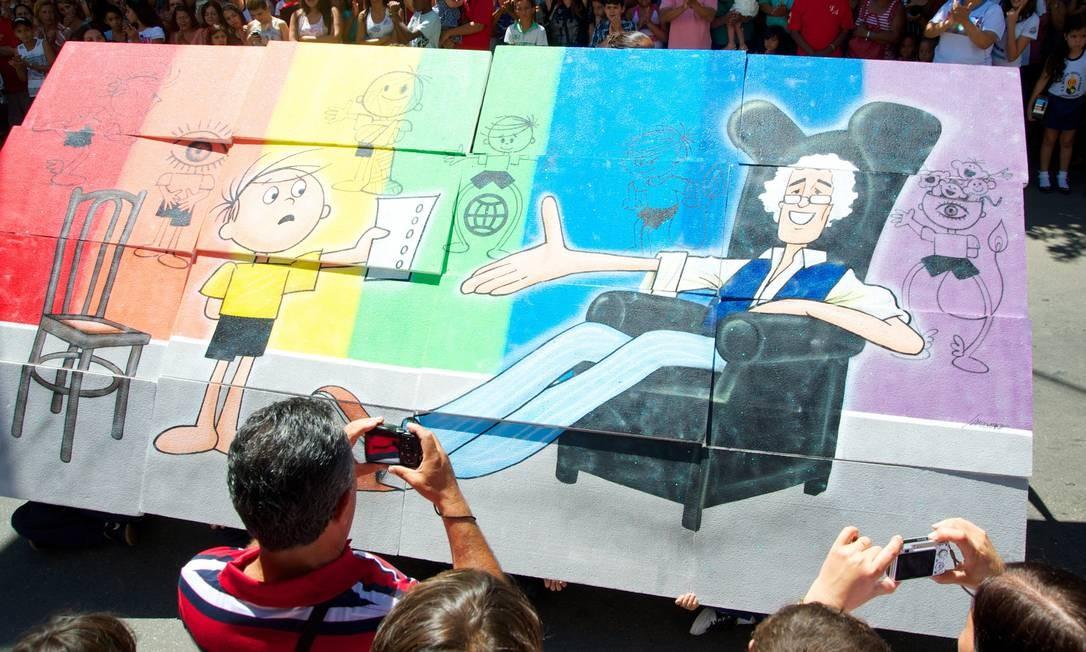 Um grande mosaico com uma caricatura de Ziraldo também foi exibido durante a festa que parou Caratinga Foto: Sergio Abranches