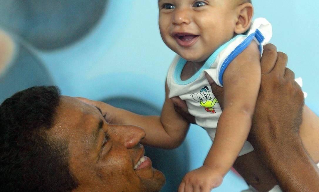 Crianças que recebem mais carinho podem se desenvolver melhor Foto: Marcelo Theobald/13.03.2005