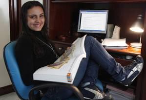 """Garota Nota 1.000: Isabela Carvalho tirou nota máxima na redação do Enem 2011 e seu texto foi publicado no """"Guia do Participante"""", preparado pelo Inep Foto: Ana Branco"""