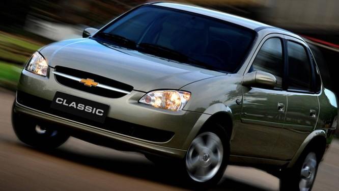 Chevrolet Classic 2013 precisa voltar a concessionária para acertos na montagem da barra de impacto que, em caso de colisão frontal, pode interferir no adequado funcionamento do airbag Foto: Divulgação