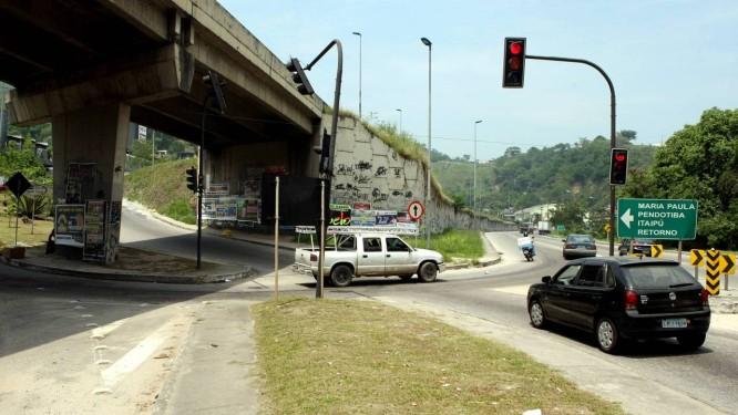 Sinalização da entrada de Maria Paula: sistema de tráfego será estudado Foto: Gustavo Stephan