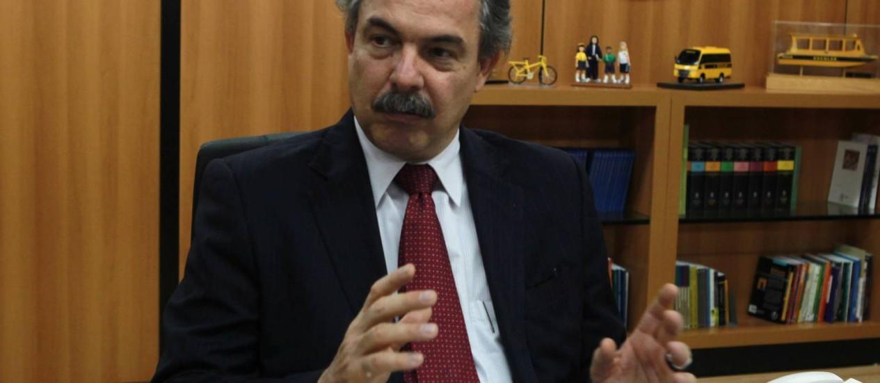 Estímulo. O ministro da Educação, Aloizio Mercadante, espera que proposta induza o setor privado a investir mais Foto: O Globo / Givaldo Barbosa