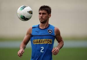 Fellype Gabriel é um das opções para o meio-campo Foto: Márcio Alves / O Globo