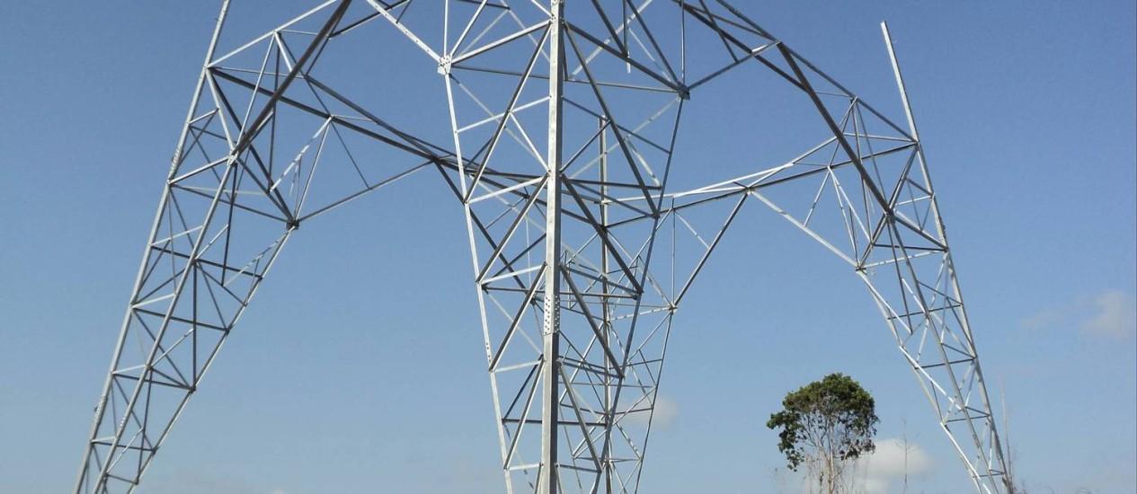 Para atravessar Rio Amazonas, foi necessária a construção de duas torres metálicas de 320 metros Foto: Divulgação