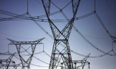 Linhas de transmissão da hidrelétrica de Itaipu: Brasil vive o dilema de estar construindo usinas longe dos grandes centros consumidores. Com isso, a energia produzida percorre grandes distâncias e deixa o país mais vulnerável Foto: Dado Galdieri/Bloomberg News
