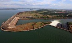 Hidrelétrica de Itaipu: defensores argumentam que a energia é limpa, mas é impossível fazer uma usina sem danos ao meio ambiente Foto: Divulgação