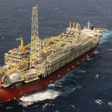Navio-plataforma em Angra dos Reis Foto: Divulgação