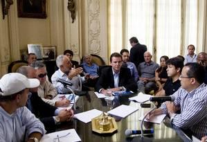 O prefeito Eduardo Paes apresenta na Câmara Vereadores o pacote de leis que prevê alterações urbanísticas e tributárias Foto: Guito Moreto / O Globo