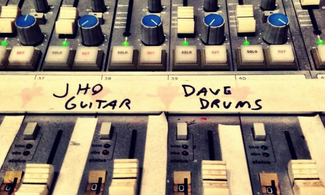 Josh Homme e Dave Grohl estariam gravando juntos Foto: Reprodução