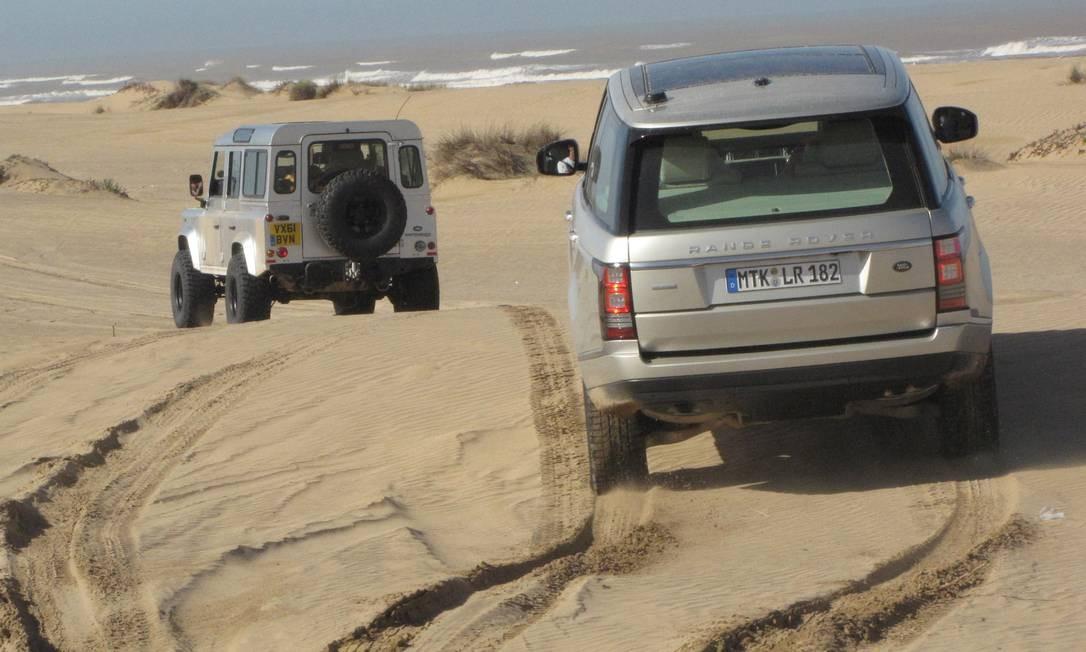 O peso do luxo. Dirigir o monstro de 2.330kg na areia é mais simples do que se imagina Foto: Marcelo Cosentino