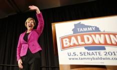 A senadora Tammy Baldwin durante campanha em Wisconsin, no último dia 6 de novembro Foto: AP/Andy Manis