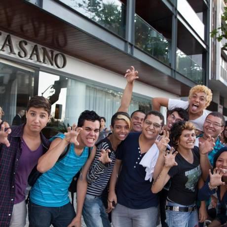 Fãs de Gaga em frente ao hotel Fasano, à espera da cantora Foto: RDT Lady Gaga / Reprodução do Facebook