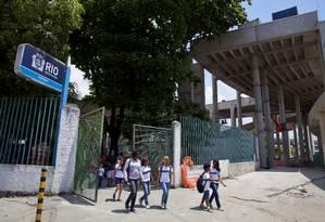 Pais, alunos e professores temem demolição da Escola Friedenreich Foto: Mônica Imbuzeiro / O Globo