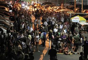 Centenas de eleitores fazem fila para votar na terça-feira em Miami Foto: AP/El Nuevo Herald/Pedro Portal