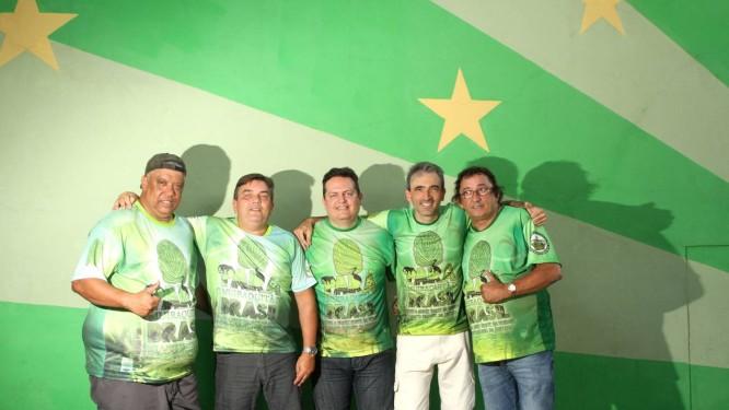 Da esquerda para a direita, os vencedores: Me Leva, Gil Branco, Tião Pinheiro, Drummond e Maninho do Ponto Foto: Bia Guedes