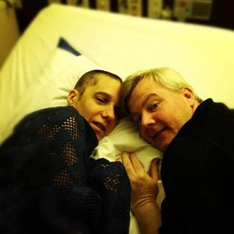 Renee Murdoch e o marido, o pastor Philip Murdoch, posam para foto no Hospital Copa D'Or Foto: Divulgação