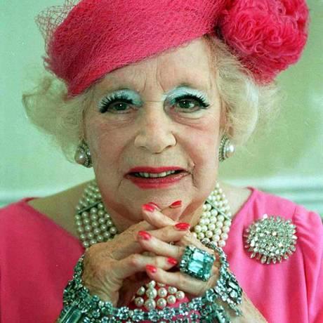 Sempre vestindo a mesma cor, a mais prolífica escritora do século XX entrou para o Guinness como vendedora de um bilhão de livros Foto: AFP/18-6-1995