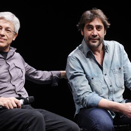 Juan Carlos Corazza e Javier Bardem, 'pupilo' desde a primeira turma de seu estúdio de treinamento, em 1990 Foto: Mikhail Fomichev/RIA NOVOSTI Agency