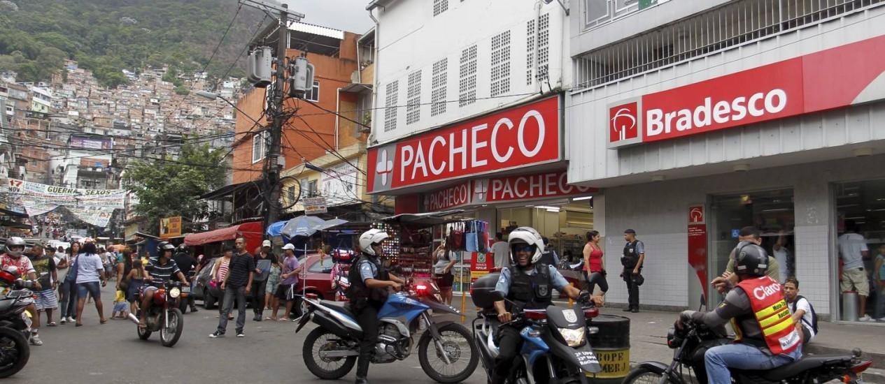 Rocinha recebe grandes marcas, como Bradesco e Drogaria Pacheco na Via Ápia Foto: Marcelo Carnaval / Agência O Globo