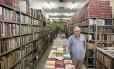 Resistência. José Germano da Silva, dono da Livraria São José, inaugurada há 73 anos, e que hoje funciona na Rua Primeiro de Março Foto: Daniela Dacorso / O Globo