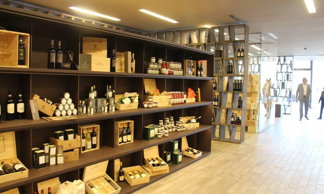 O centro de visitantes, que também abriga escritório da vinícola, possui loja Foto: Bruno Agostini / O Globo