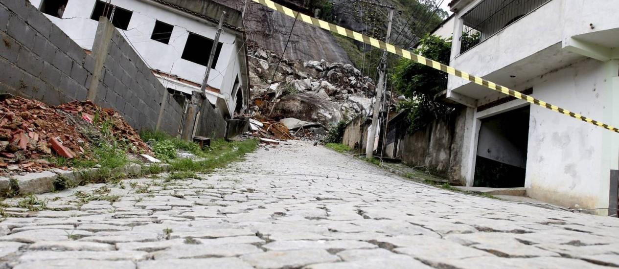 Área interditada pela Defesa Civil no Morro Três Irmãos, em Nova Fiburgo Foto: Bruno Gonzalez, em 14/11/2012 / Agência O Globo