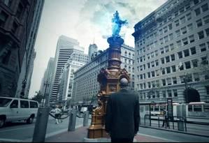 """Cena do trailler de Ingress, em que um jogador se vê diante de um monumento urbano na Market Street, em San Francisco, que funciona como um dos """"portais"""" do game Foto: Carlos Alberto Teixeira"""